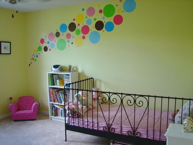 Làm mới căn nhà với decal dán tường chấm bi