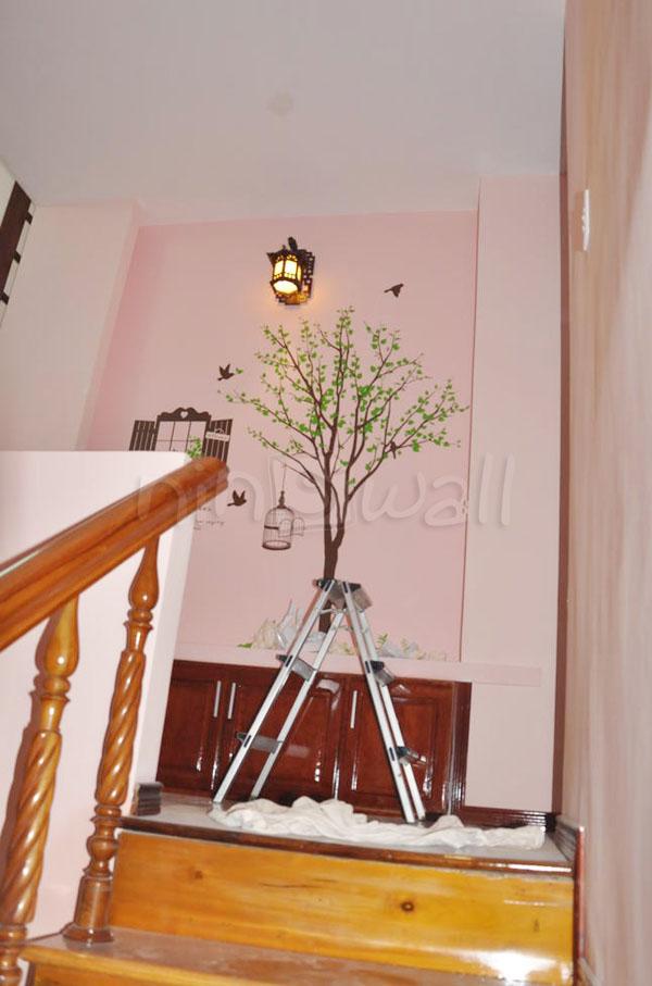 Trang trí decal nơi cầu thang và cửa sổ