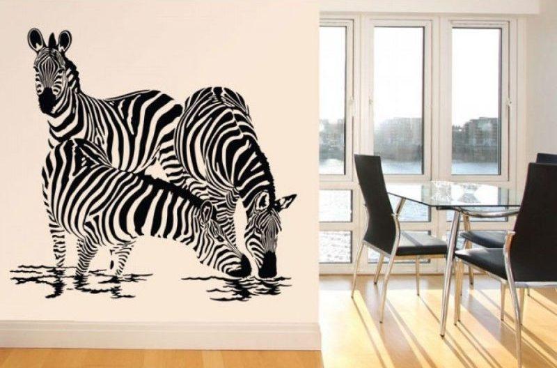 Việc lựa chọn những mẫu decal trang trí tường với hoạ tiết là hình động vật sinh động là giải pháp tốt nhất để vừa làm đẹp hơn cho những bức tường đơn điệu xung quanh bạn, vừa được ngắm nhìn hình ảnh những loài vật đáng yêu mỗi ngày.