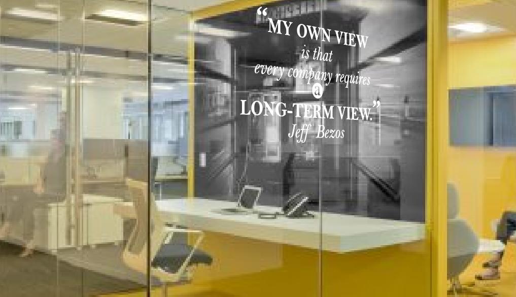 Các cách trang trí văn phòng với những câu chữ truyền động lực.